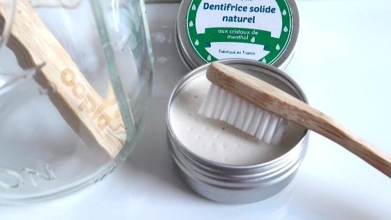 Pourquoi est-il si difficile de passer au dentifrice solide ?
